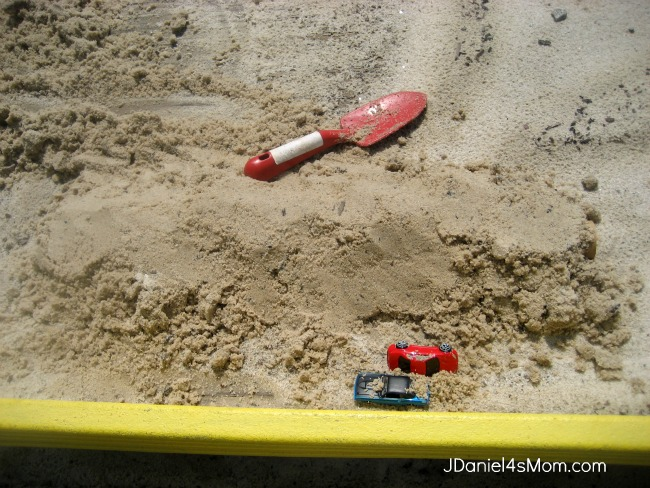 Roslyn Rutabaga and the Biggest Hole on Earth- Building a Sand Tunnel in a Sandbox
