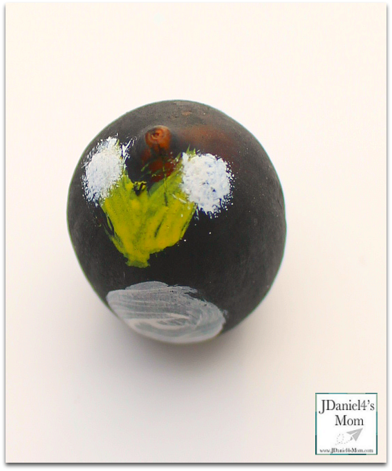 Wobbly Penguin Acorn Craft - These fun penguins are fun to make to use a game pieces, counters or to display.