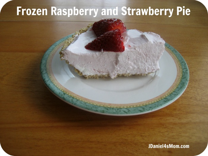 StickFiggy and Piggy Monkey - Frozen Raspberry and Strawberry Pie