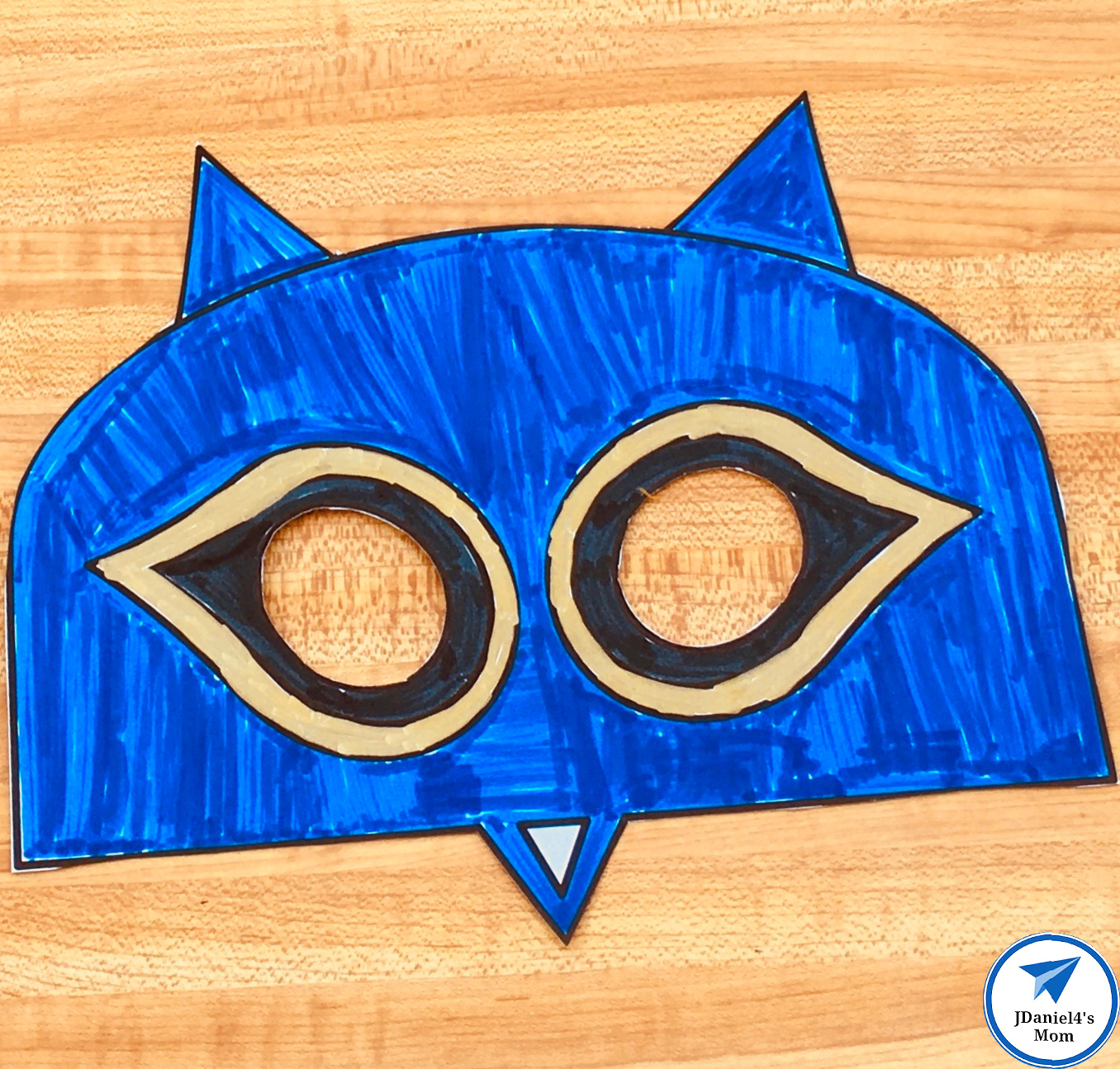 Free Printable Cat Mask Based on Pete the Cat Colored and Cut Out