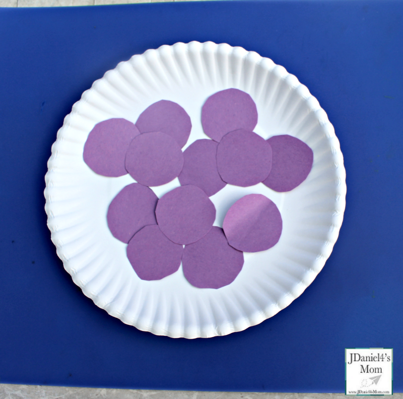 Little Jack Horner Paper Plate Pie Craft- Purple Circles
