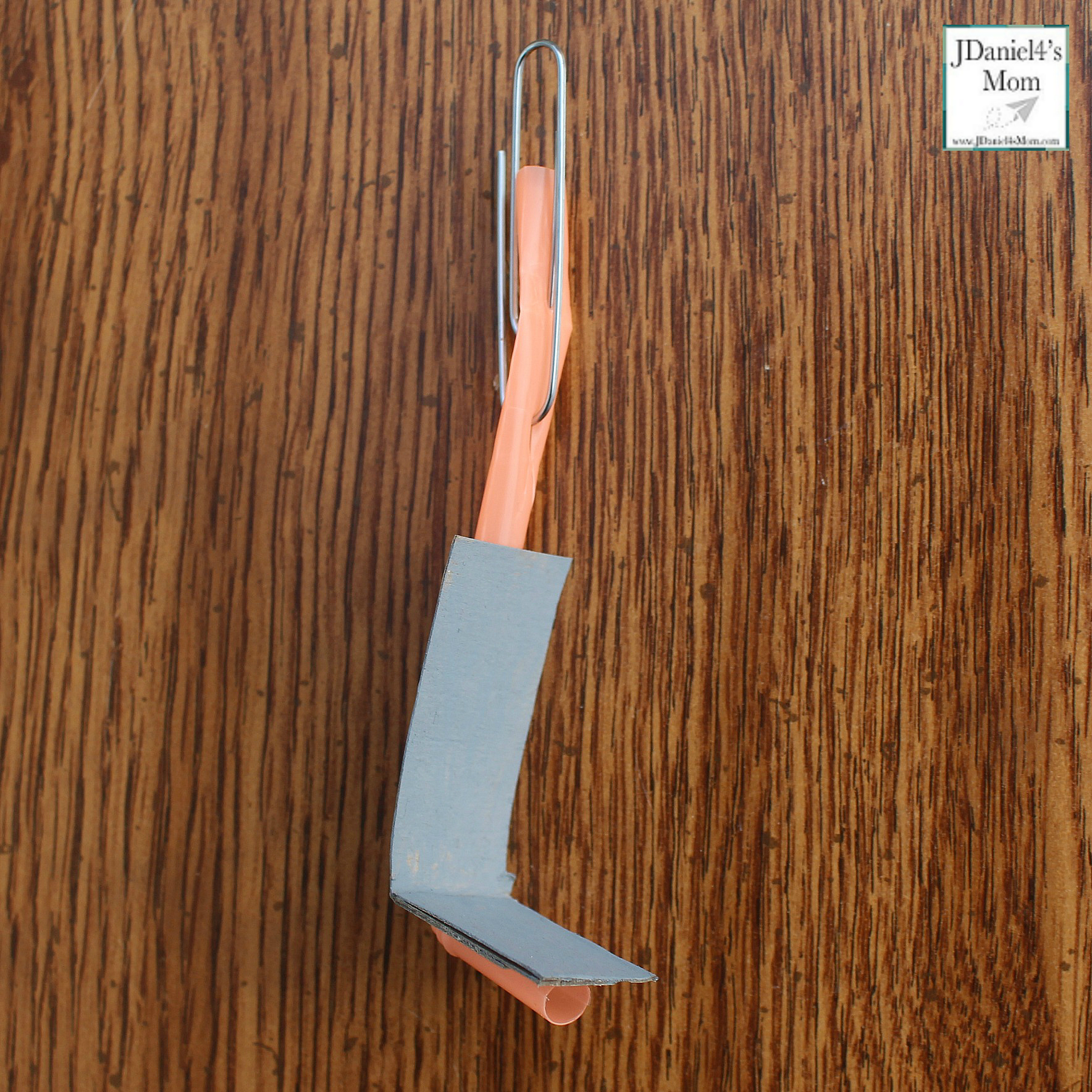 Olympic Activities for Kids: Ski Lift Paper Plate Craft- This is the third in a series for five Olympic themed science and craft activities. This project explores using a pulley and creating a ski lift. This would be fun to do during the Winter Olympics. Students at school or children at home with have fun creating this interactive craft. Making the lift chair move it fun too.