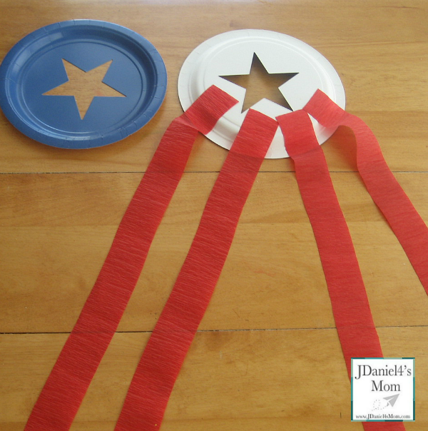 Paper_crafts_for_Patriotic_Holiday_adding_streamers