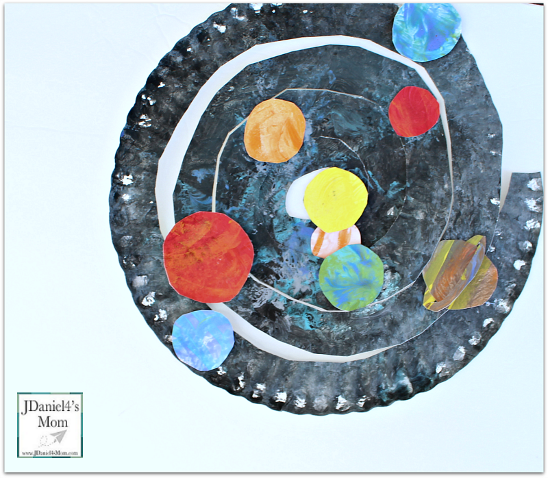 Planet Crafts for Kids- Paper Plate Spiral with Planets