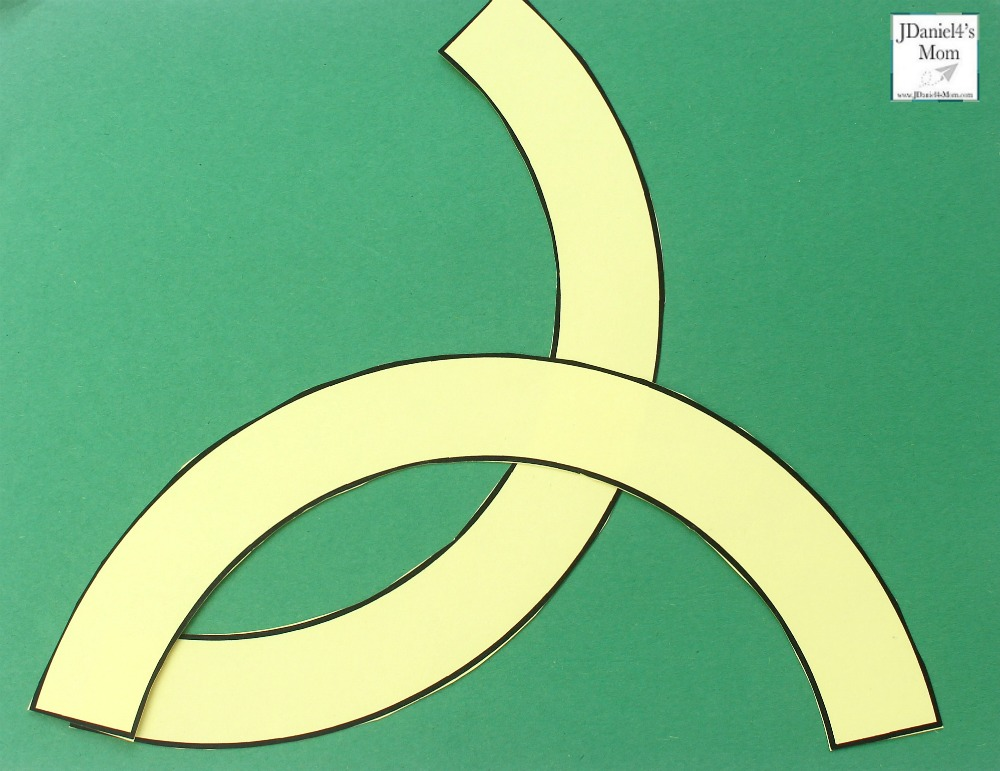 Putting the Celtic Knot Together - Make a Fish with the Second Arc