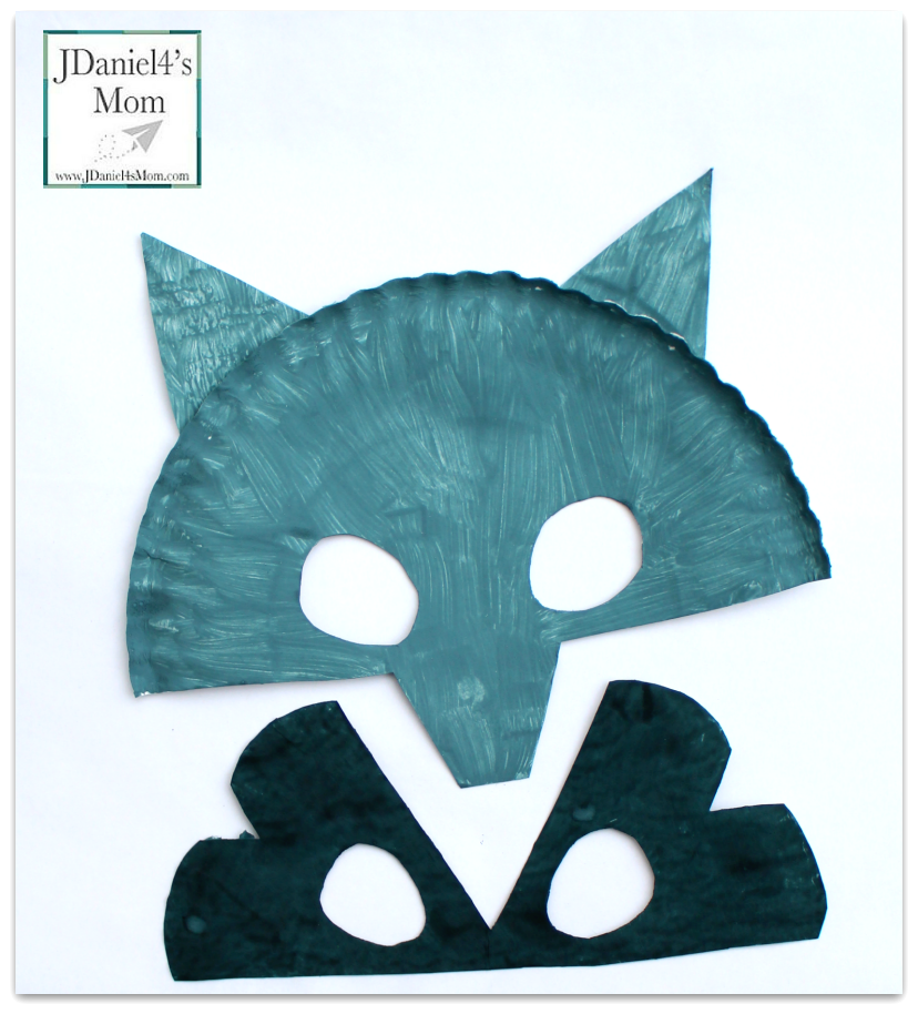 The Kissing Hand Paper Plate Raccoon Mask for Kids - Great Back to School book and book themed craft.