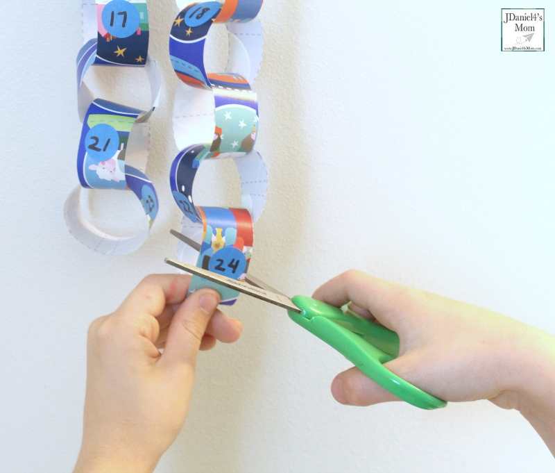 Advent Countdown for Kids- Cutting off a loop with scissors