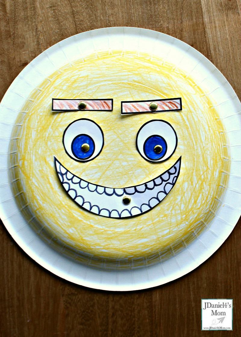 Emoji Feeling Faces Feeling Recognition Activity - The paper plate craft and activity is a fun way for children to learn and understand feelings. Children at home or students at school can learn about what each feeling looks like. This face is happy.